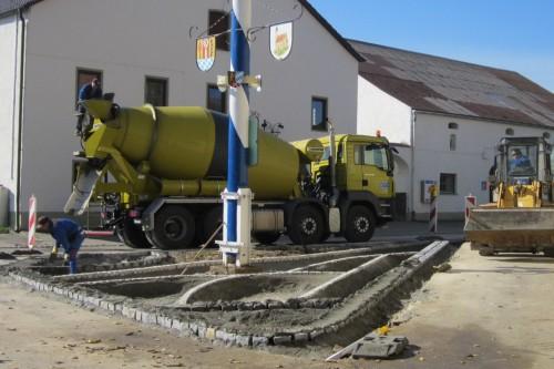 Dorfplatz_Randsteine